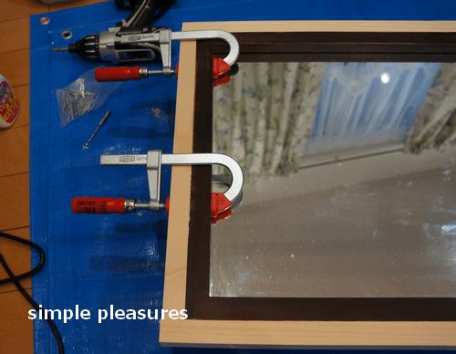 木工ボンドを塗り、クランプで固定する