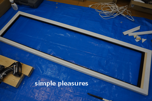 ミラーリメイク:ウレタンフォーム(ポリウレタン)モールディングを木枠に取り付ける