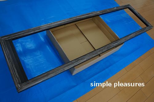 ミラーリメイク:ポリウレタン(ウレタンフォーム)モールディングにペンキを塗る