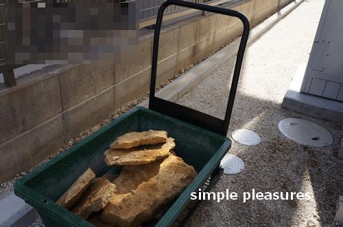 コッツウォールズストーン 積み方 花壇 作り方:石を運ぶ