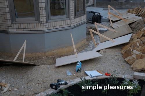 コッツウォールズストーン 積み方 花壇 作り方:木枠