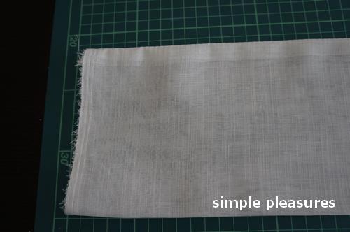キッチンの勝手口ドア用カーテンの作り方:表に返す