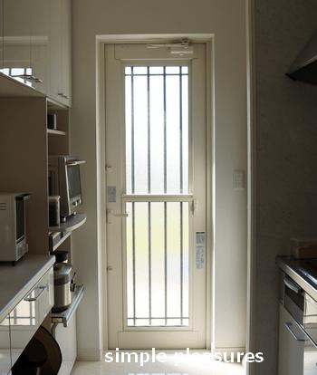 キッチンの勝手口ドア用カーテンの作り方:Before