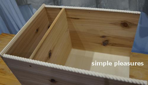 収納棚の作り方:モールディングを取り付ける