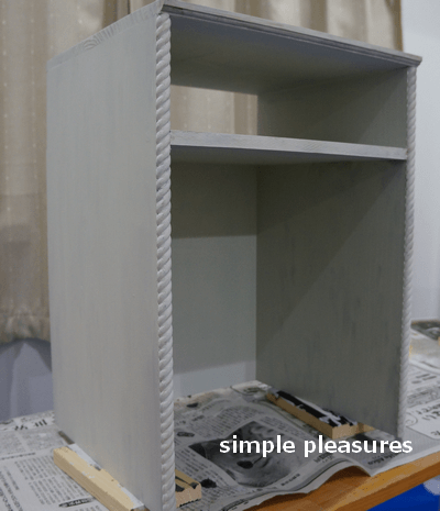 収納棚の作り方:ペンキを塗る