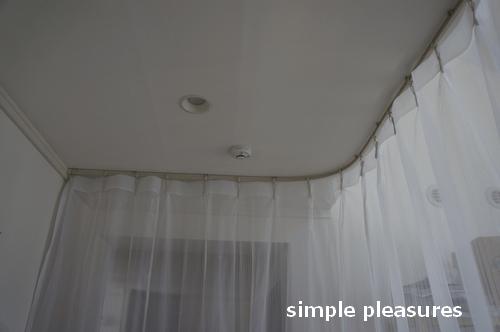 間仕切りカーテン 天井レール 作り方 カーテンをかける