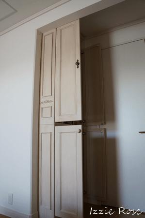 壁面本棚 扉付き 開けたところ