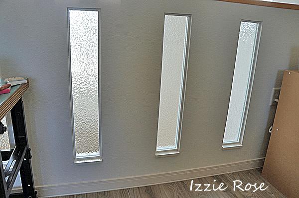 腰壁スリットにガラスとアクリル板を入れるDIY