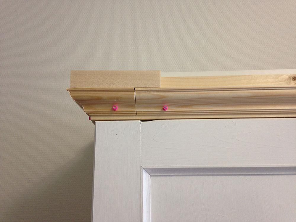 IKEAの本棚をフレンチ風にリメイク モールディングを取り付ける2