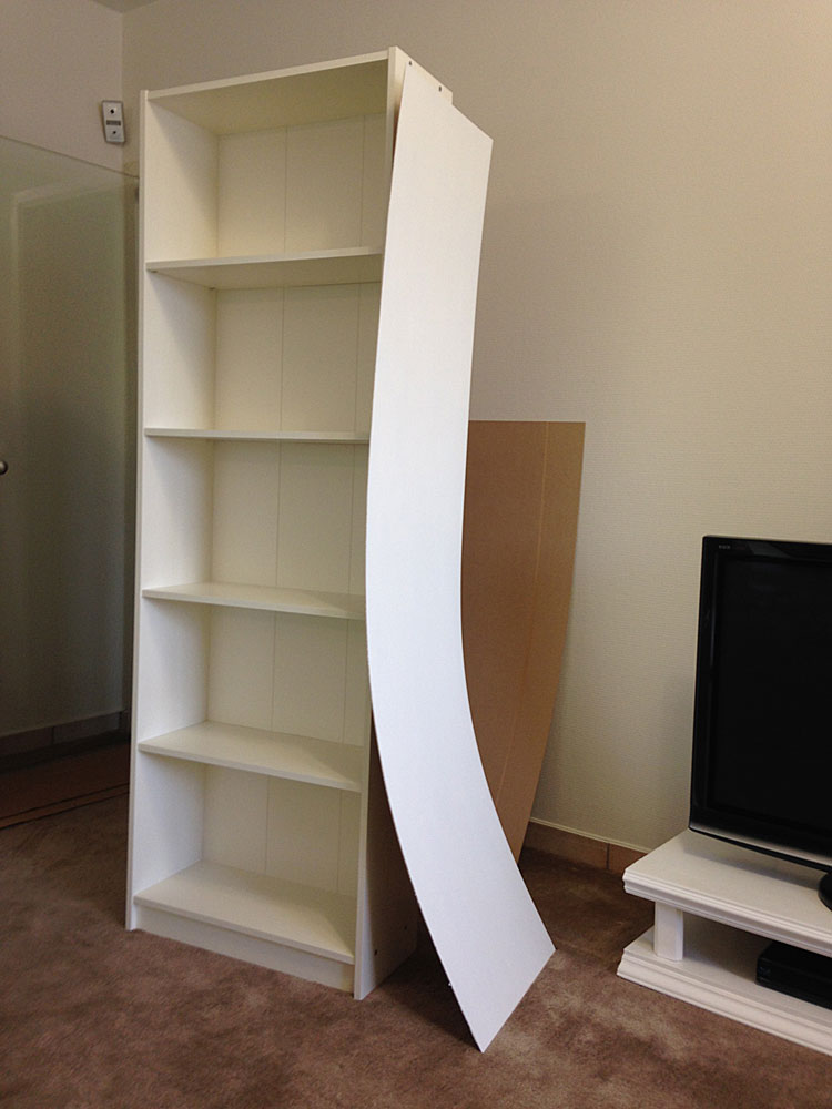 IKEAの本棚に板を取り付ける