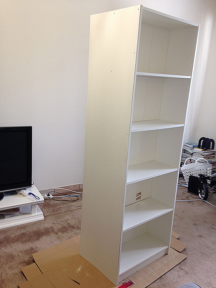 IKEAの本棚に板を取り付ける2