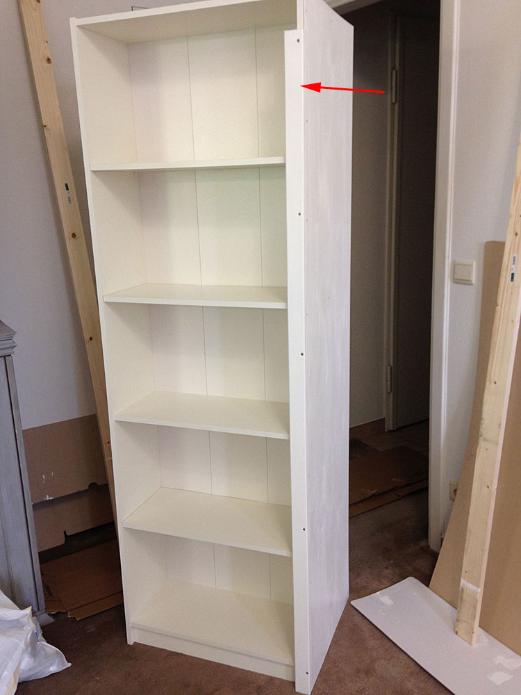 IKEAの本棚に蝶番用の柱を取り付ける