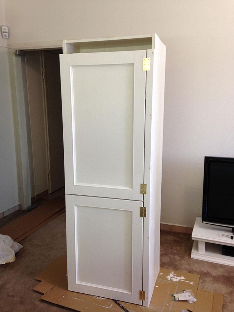 IKEAの本棚に扉を取り付ける