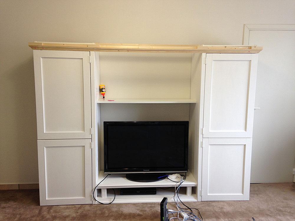 IKEAの本棚をフレンチ風にリメイク モールディングを取り付ける