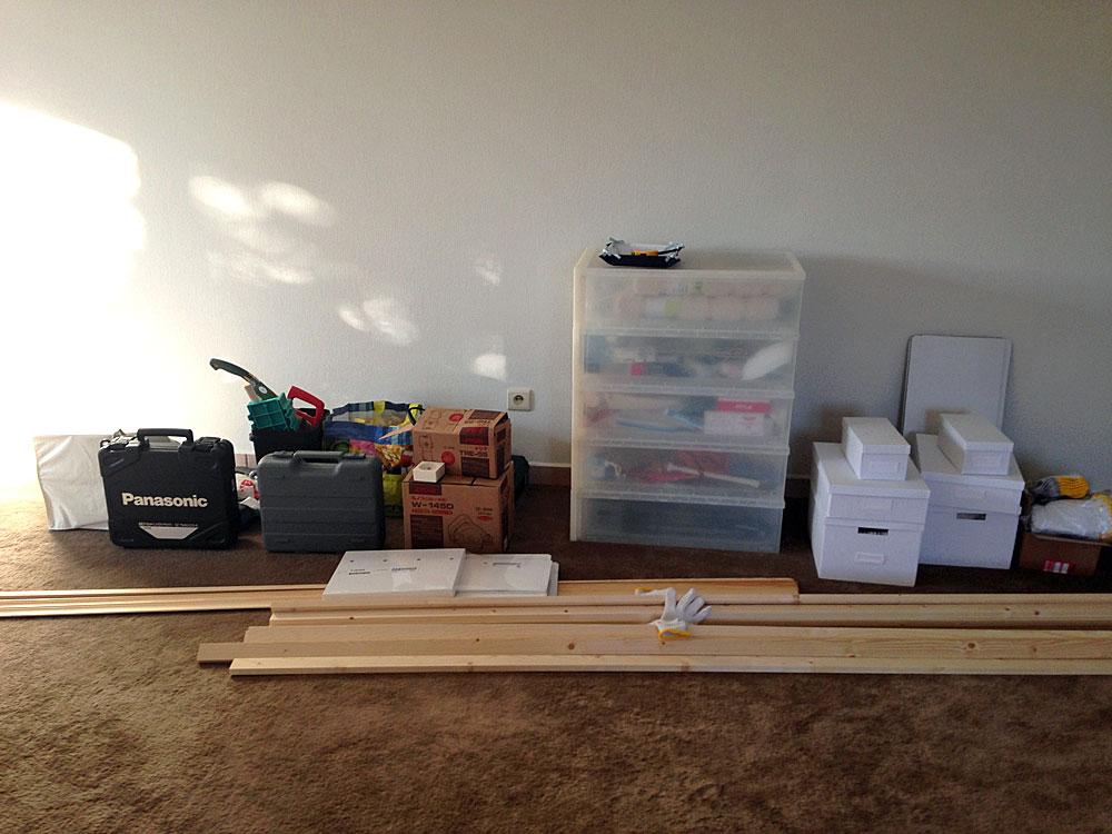 フレンチテイストな棚をDIYで作る方法 収納するものを選ぶ
