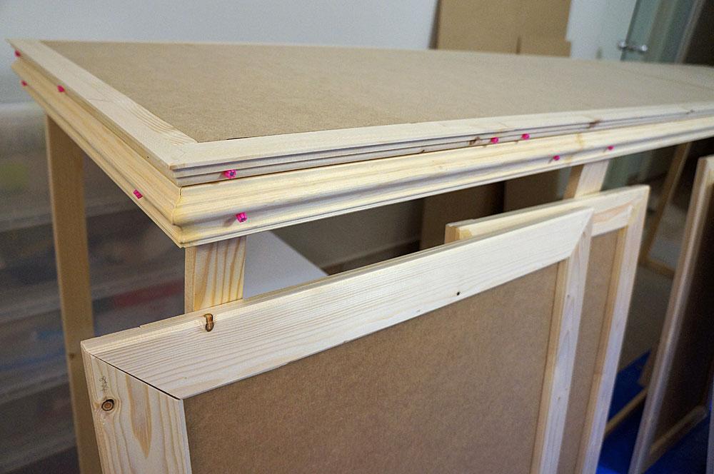 フレンチテイストな棚をDIYで作る方法 廻縁をつける