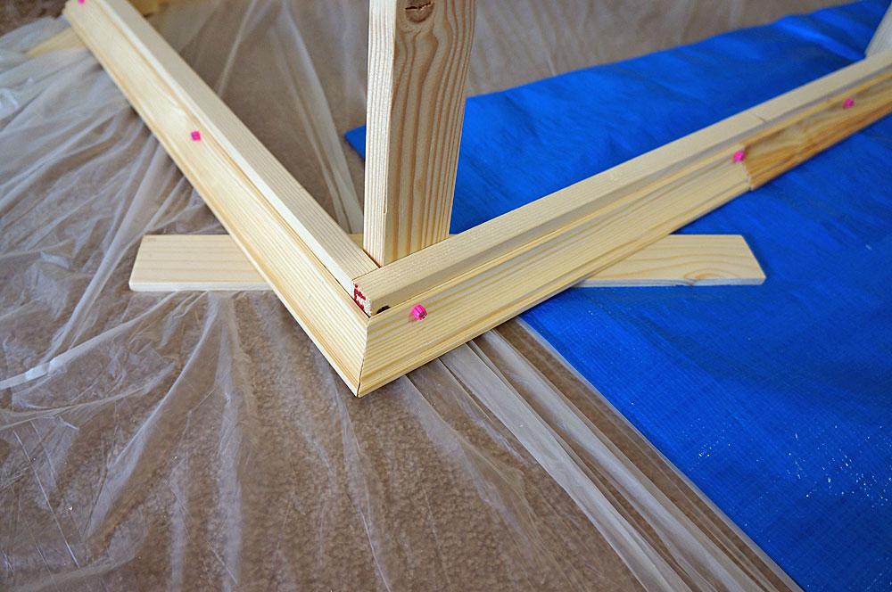 フレンチテイストな棚をDIYで作る方法 廻縁をつける2