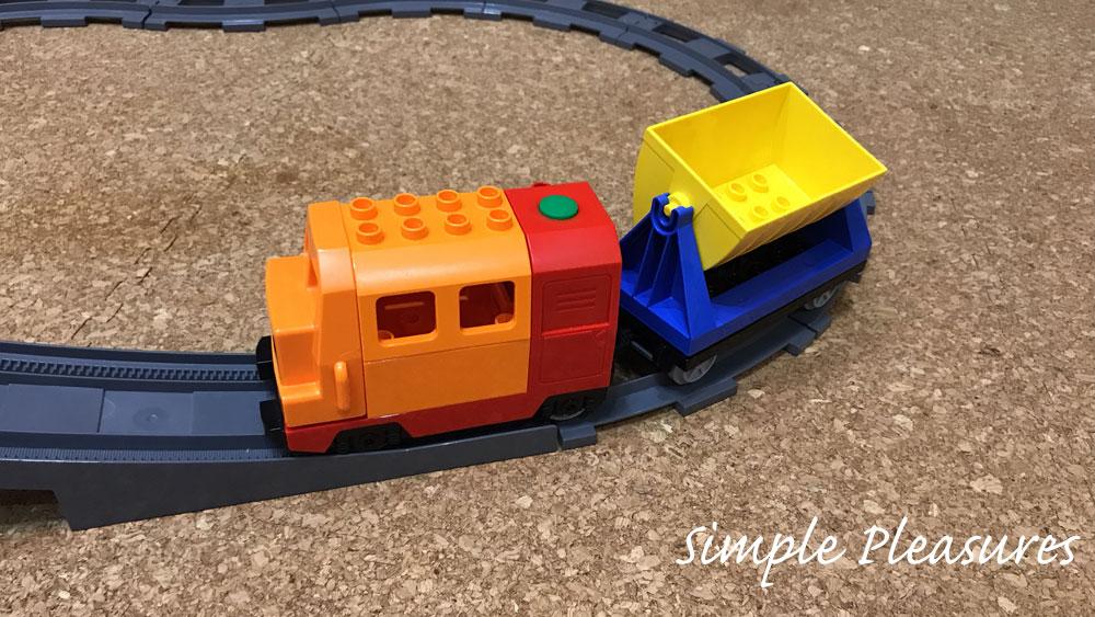レゴデュプロ デラックストレインセットを鉄道橋で走らせる