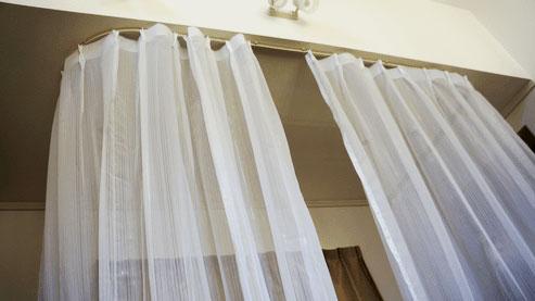 DIYで天井から間仕切りカーテン(パーティション)の取り付け方