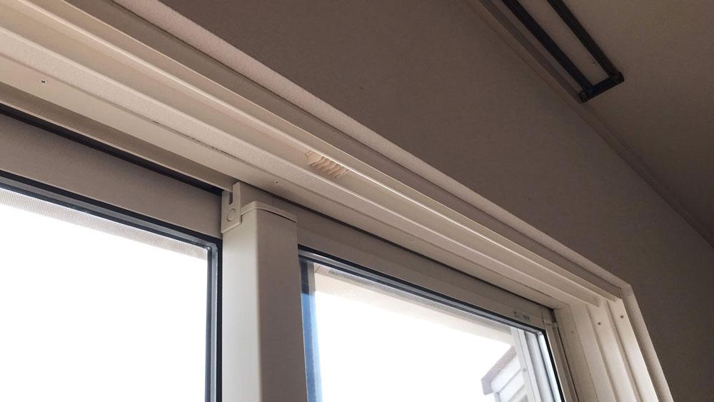 YKKAPプラマードU履き出し窓をの取り付け方法-上枠を取り付ける