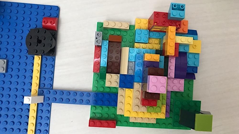 レゴ 3歳男児の遊び方 ひたすらつける