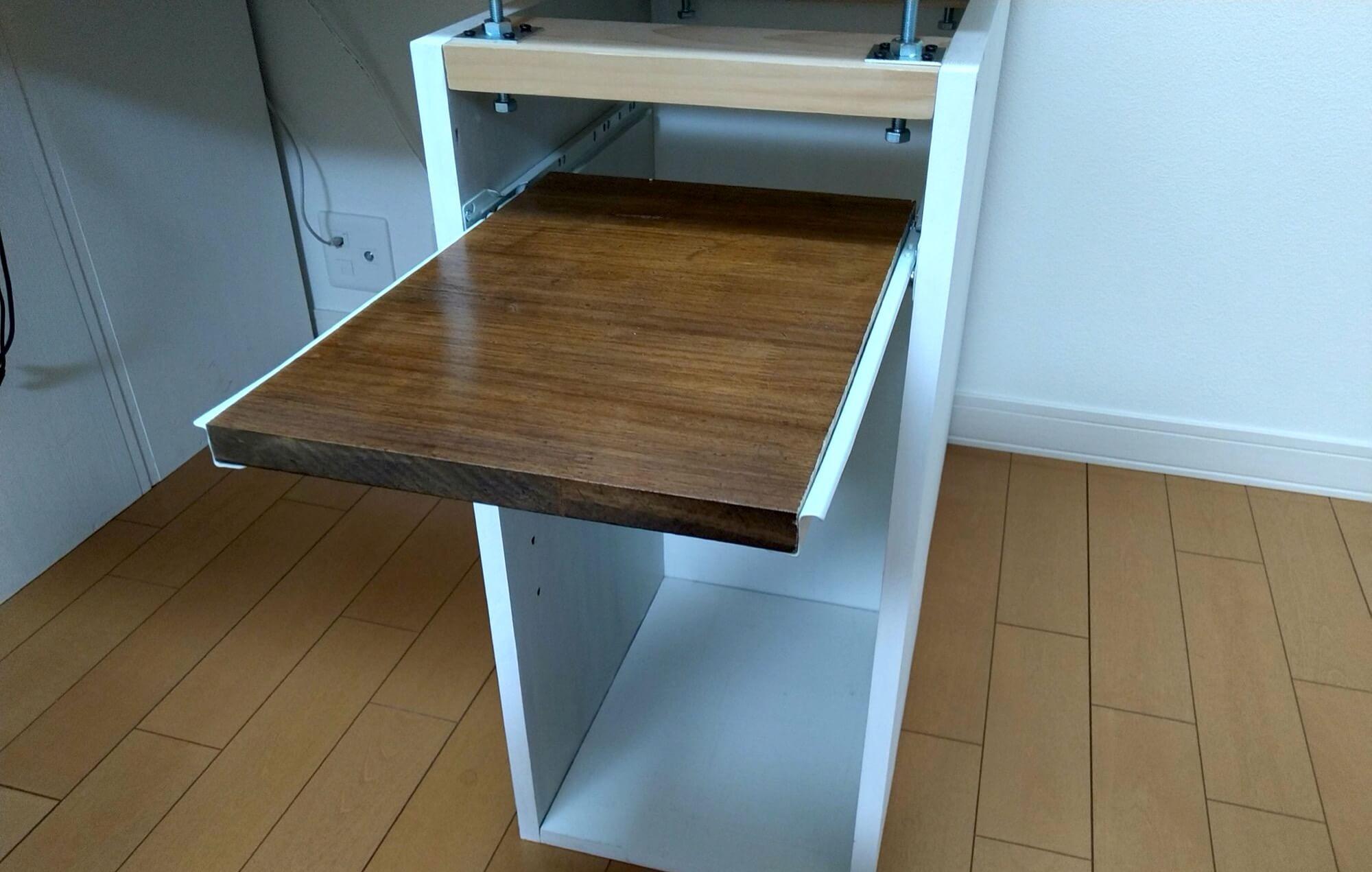 自作テーブルにスライドレールで引き出しを取り付けました/モニター&ノートPC用アームとダイソーのスマホホルダーで机を快適に